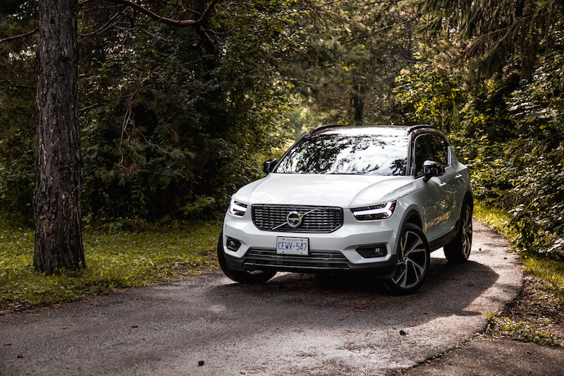 2019 Volvo XC40 R-Design crystal white pearl metallic paint