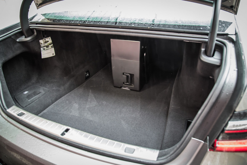 2020 BMW 7 Series cooling box fridge in trunk space