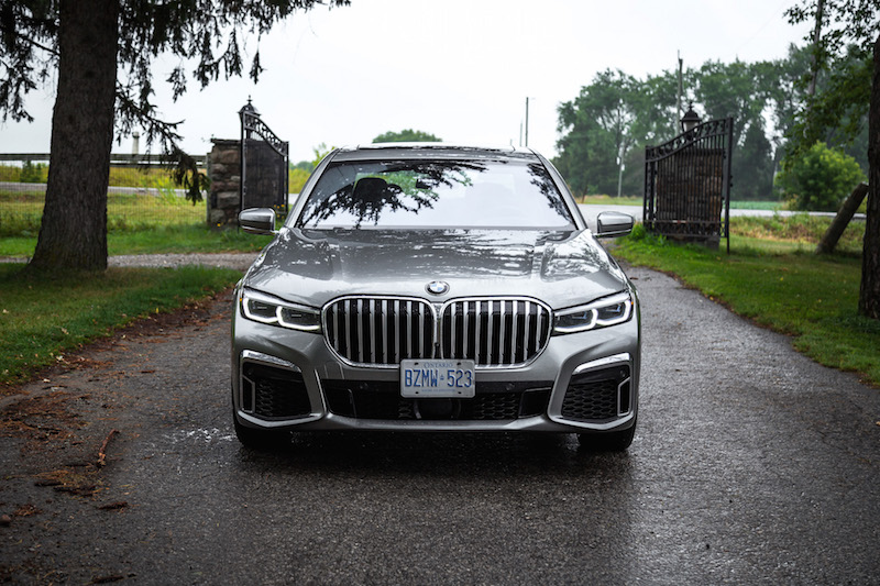 2020 BMW 750Li front view grill fenders
