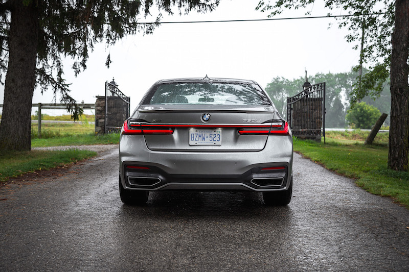2020 BMW 750Li rear view exhaust outlets wider