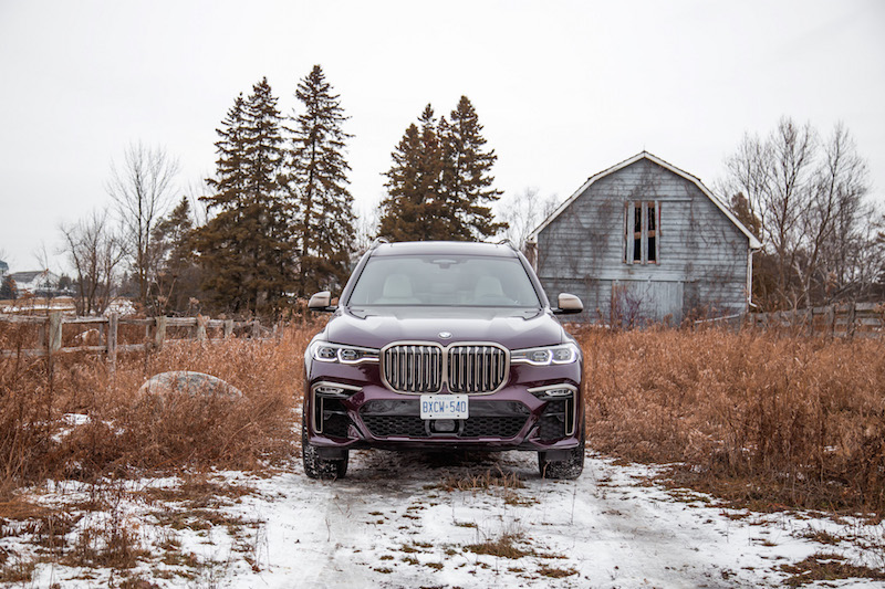 2020 BMW X7 M50i Ametrine Metallic purple paint front view
