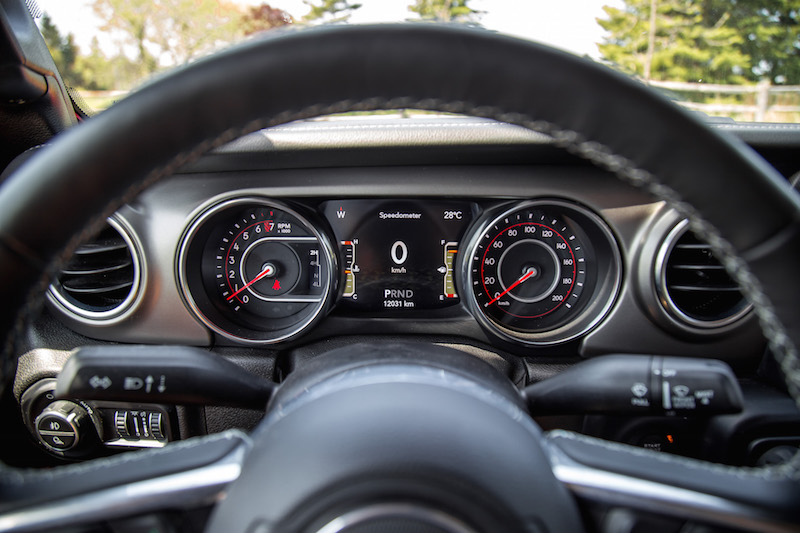 2020 Jeep Gladiator Rubicon gauges