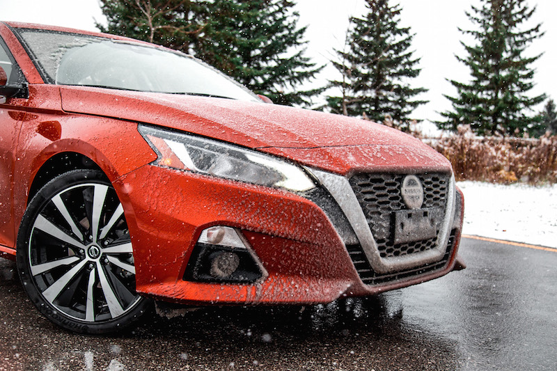 2020 Nissan Altima Platinum AWD v-motion front grill