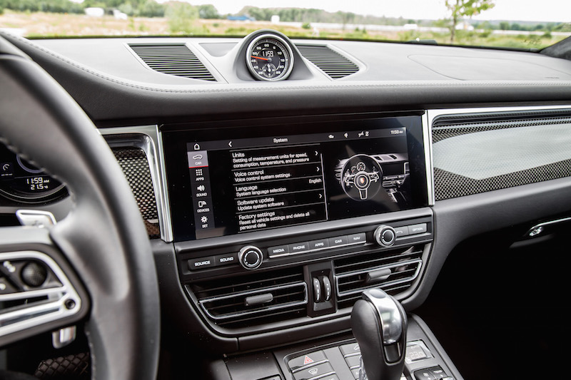 2020 Porsche Macan Turbo touchscreen