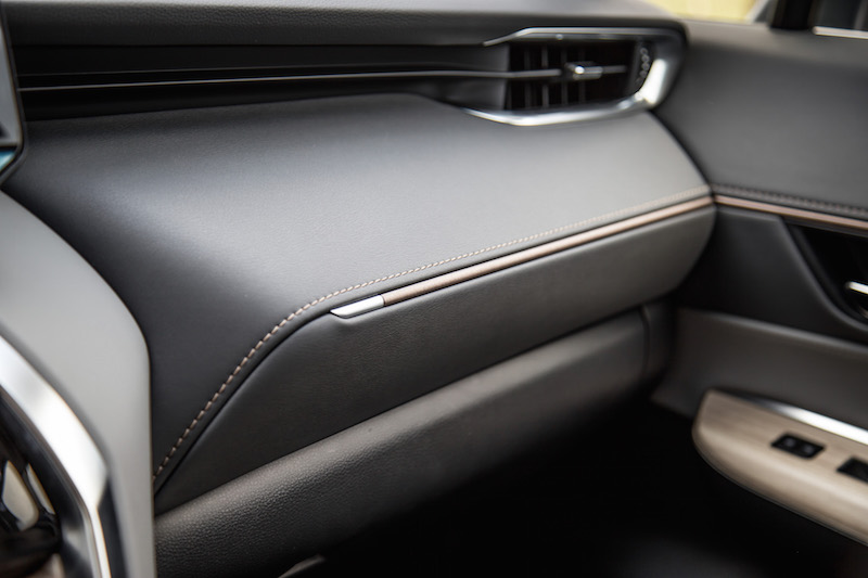 2021 Toyota Venza Hybrid Limited dashboard leather